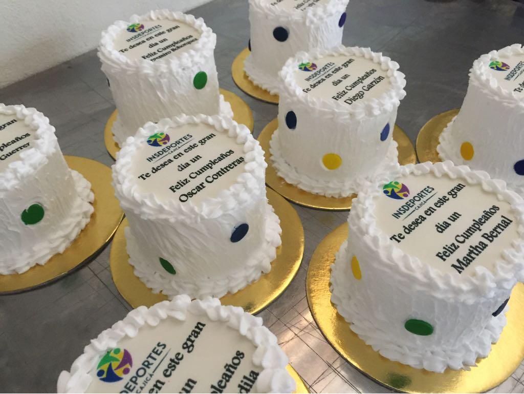 Tortas empresariales Choconuez Pastelería
